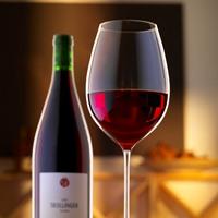 Rotwein: Flasche und Glas