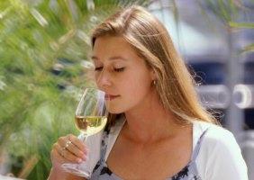 Beim Weinverkosten